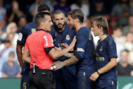 La Liga Santander - Celta Vigo v Real Madrid Soccer Football - La Liga Santander - Celta Vigo v Real Madrid - Balaidos, Vigo, Spain - August 17, 2019 Real Madrid players react after Luka <HIT>Modric</HIT> is shown a red card by referee Javier Fernandez REUTERS/Miguel Vidal