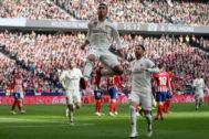 Casemiro celebra su gol en el último derbi liguero en el Wanda