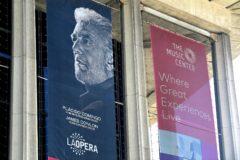 Anuncio de la actuaciónd e Plácido Domingo en la Ópera de Los Ángeles, donde es director general desde 2003.