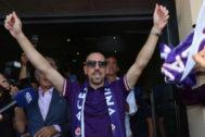 Ribéry llega a Florencia para firmar con la Fiorentina.
