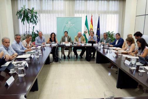 Juanma Moreno preside el comité de seguimiento de listeriosis