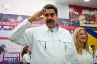 Nicolás Maduro, presidente de Venezuela, junto a su mujer, Cilia Flores, durante la inauguración de una terminal aérea en La Guaira.