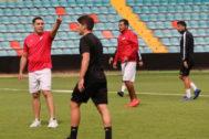 Rodríguez dirige el entrenamiento del Salamanca.