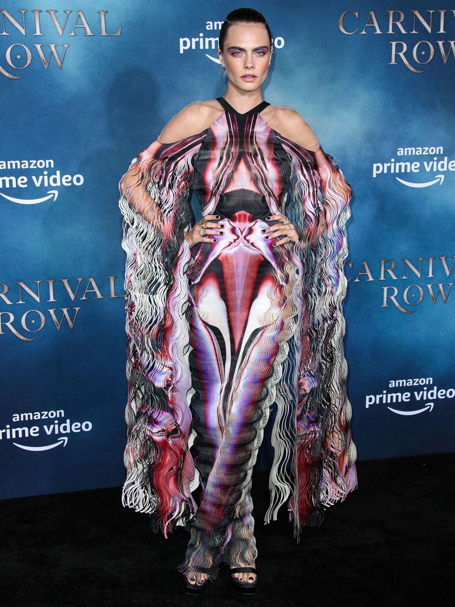 La modelo es experta en lucir como nadie vestidos con carácter...