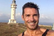 Jesús Vázquez sufre una picadura de medusa durante sus vacaciones en Formentera.