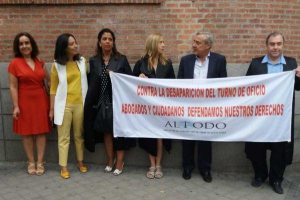 """Protesta de los abogados contra la """"privatización"""" del Servicio de Orientación Jurídica del Ayuntamiento de Madrid."""