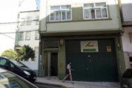 Fachada de la vivienda donde residía la familia del bebé maltratado en Lugo.