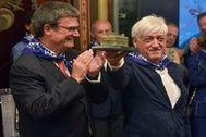 El alcalde de Bilbao Juan María Aburto junto a La Otxoa en la tradicional recepción del Aste Nagusia.