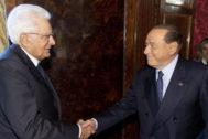 Sergio Matarrella recibe a Silvio Berlusconi.