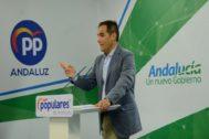José Antonio Nieto, portavoz popular en el Parlamento, en su rueda de prensa este jueves en la sede del partido en Sevilla.