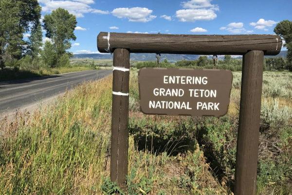 Un cartel de bienvenida al parque nacional de Gran Teton, donde se encuentra Jackson Hole.
