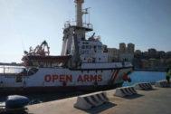 El Open Arms entrando en Porto Empedocle (Agrigento)