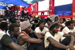 Los 356 migrantes podrán desembarcar tras acordarse su reparto en seis países de la UE