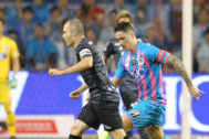 Tosu (Japan).- Fernando <HIT>Torres</HIT> (R) of Sagan Tosu and Andres Iniesta (L) of Vissel Kobe in action during a J1 League soccer match in Tosu, Saga prefecture, southwestern Japan, 23 August 2019. <HIT>Torres</HIT> played the final match of his professional career. (Japón) EPA/ JAPAN OUT NO ARCHIVES