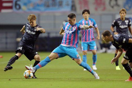 Tosu (Japan).- Fernando <HIT>Torres</HIT> (R) of Sagan Tosu and Andres...
