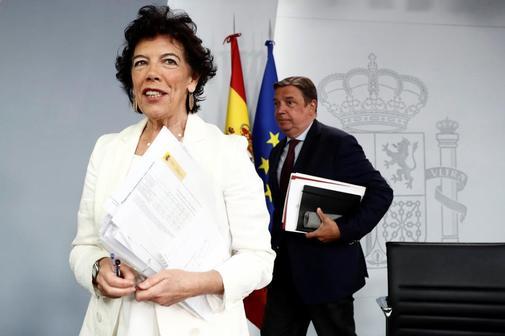 Isabel Celaá y Luis Planas, este viernes en la rueda de prensa tras...