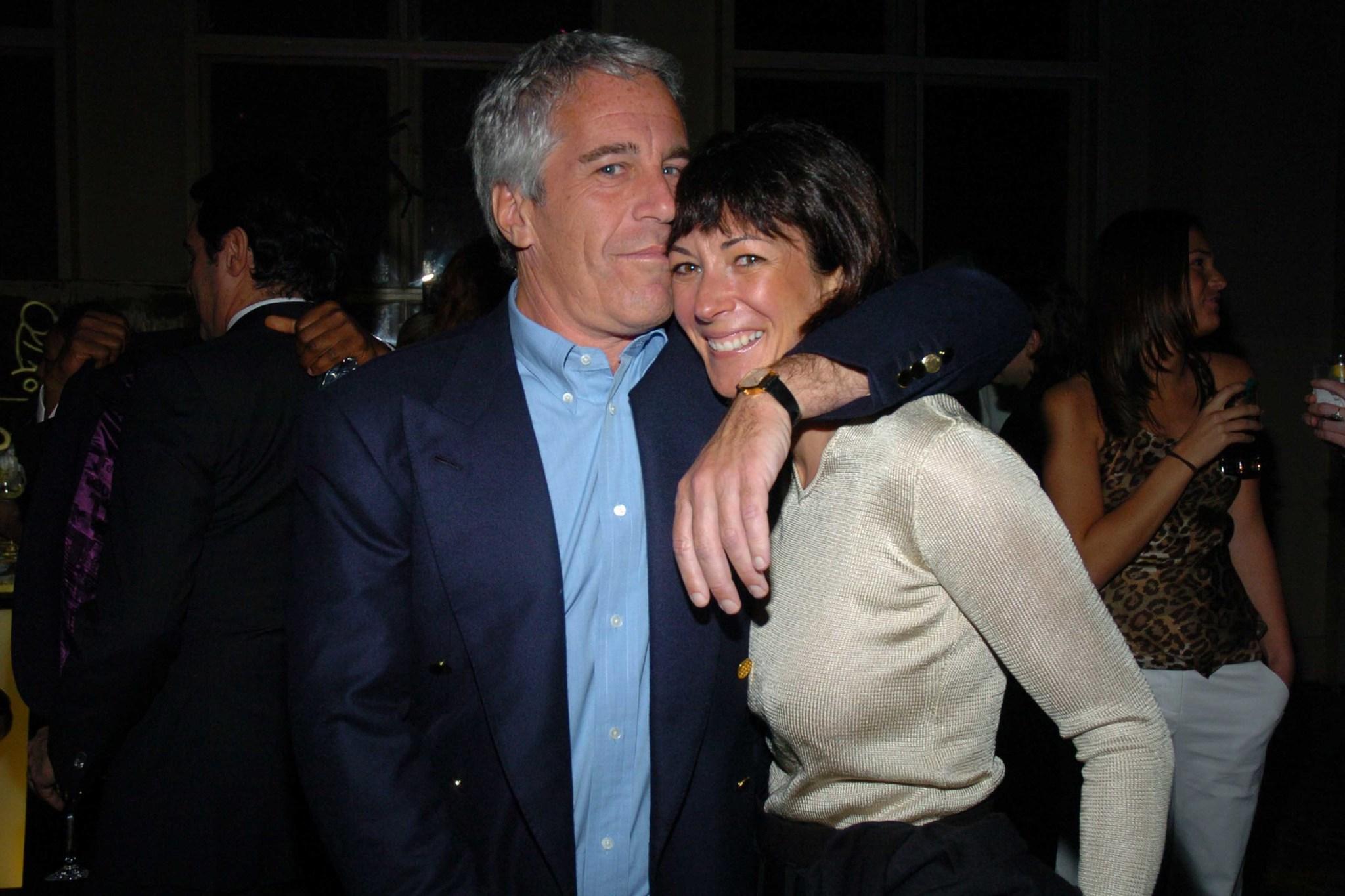 Jeffrey Epstein junto Ghislaine Maxwell, su única novia conocida y 'madame' de la trama