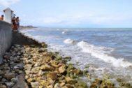 La Plataforma Protejamos la Playa reclama medidas adicionales para frenar la creciente presión urbanística en este tramo ya casi desaparecido de Les Marines.