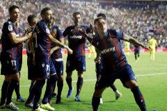 Dos penaltis rescatan al Levante