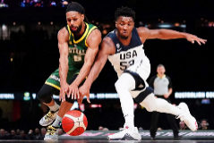 Melbourne (Australia).- <HIT>Patty</HIT> <HIT>Mills</HIT> (L) of Australia in action against Donovan Mitchell (R) of the USA during match 1 of the Pre-FIBA World Cup series between Australia and the USA at Marvel Stadium in Melbourne, Australia, 22 August 2019. (Baloncesto, Estados Unidos) EPA/ AUSTRALIA AND NEW ZEALAND OUT