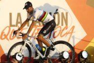 GRAF9479. MORAIRA (ALICANTE).- El ciclista español del Movistar Alejandro Valverde durante la gala de presentación de los equipos participantes en la <HIT>Vuelta</HIT> Ciclista a España, que saldrá el próximo sábado de las salinas de Torrevieja.