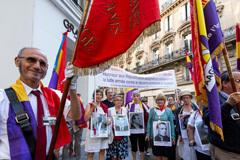 Abucheos y reproches al Gobierno español por la falta de reconocimiento a las víctimas del franquismo