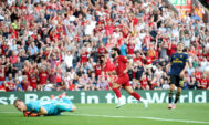 Salah marca ante el Arsenal, en Anfield.