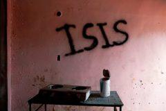 Una pintada del ISIS en la pared de una casa de Marawi, en Lanao (Filipinas).