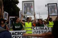 Vista de la manifestación que ha recorrido las calles de Bayona (Francia), en contra de la cumbre del G7