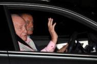 El rey Juan Carlos a su llegada el viernes a la Clínica Quirón.