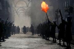 Disparo en las fiestas de Moros y Cristianos de Alcoy, donde en las exhibiciones se llegan a utilizar 3.000 kilos de pólvora.