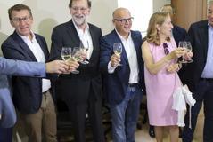 """Rajoy reedita su """"viva el vino"""" y reivindica más prudencia y paciencia"""