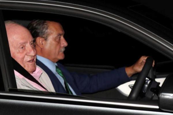 El rey emérito, a su llegada a la clínica Quirón.