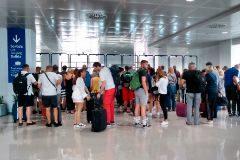 La zona de control de pasaportes no registró más colas de lo habitual.