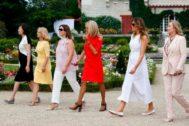 Las primeras damas del G7 recorren Cambo-les-Bians, cerca de Biarritz.