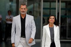 """Los Reyes, tras visitar a Don Juan Carlos: """"Le hemos visto muy valiente"""""""