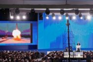 Moscow (Russian Federation), 01/03/2018.- (FILE) - Russian President Vladimir Putin delivers his annual address to the Federal Assembly while a screen shows a newly developed cruise missile with 'no range limitation' at the Manezh Central Exhibition Hall in Moscow, Russia, 01 March 2018 (reissued 13 August 2019). According to a statement by Russia's state <HIT>nuclear</HIT> agency Rosatom, five Russian <HIT>nuclear</HIT> engineers have died in a suspected explosion of a <HIT>nuclear</HIT>-fueled missile on 08 August 2019. The specialists were allegedly testing the unnamed missile on an off-shore platform near Severodvinsk, Arkhangelsk region, northern Russia. (<HIT>Rusia</HIT>, Moscú) EPA/