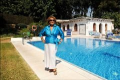 Carmen Sevilla en la piscina de la Buchinger