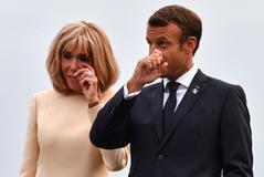 Emmanuel Macron con su esposa, Brigitte.
