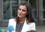 La Reina Letizia el domingo a la salida de la visita al hospital a don Juan Carlos al día siguiente de su operación de triple baypass
