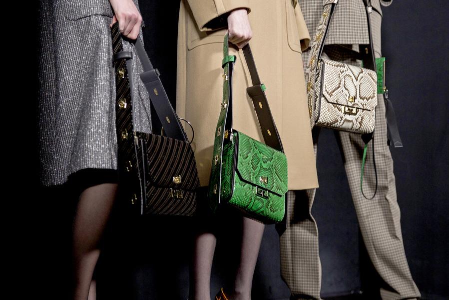 La propuesta de Givenchy - El bolso con estampado de serpiente, tendencia otoño-invierno 2019