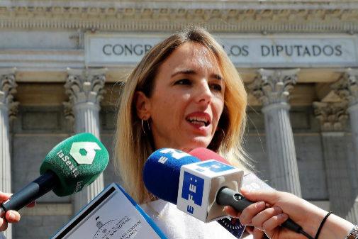 Cayetana Álvarez de Toledo, frente al Congreso de los Diputados, en...