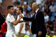 James saluda a Zidane tras ser sustituido el sábado.