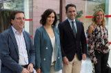 Ana Beltrán (dcha.), junto a Teodoro García Egea, Isabel Díaz Ayuso y José Luis Martínez Almeida, en la toma de posesión de la presidenta madrileña.