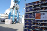 Un cargamento de naranjas en el puerto de Castellón.