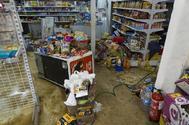 Una tienda anegada en Arganda.