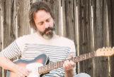 El guitarrista Neal Casal.