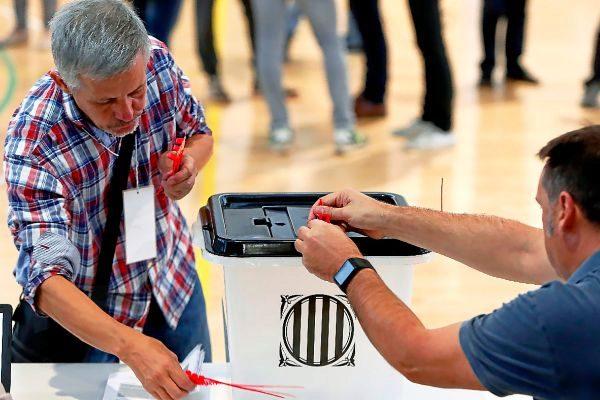 Participantes en el referéndum por la independencia del 1 de octubre de 2017.