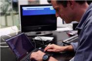 Pedro, el hacker gallego que arrasa en Estados Unidos enseñando a secuestrar televisiones
