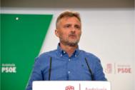 José Fiscal en la comparecencia en rueda de prensa de este lunes en la sede regional del PSOE en Sevilla.
